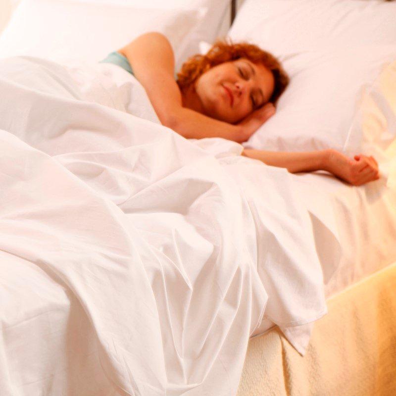 Fashion Bed Group Sleep Plush White 4-Piece Microfiber 500g Bed Sheet Set with Wrinkle Free Performance Fabric - California King