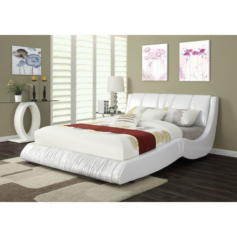 HomeRoots Furniture Queen Bed in White PU - Bycast PU, Wood & Plywood (285554)