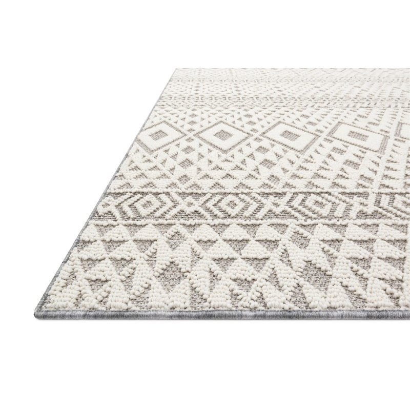 """Loloi Cole COL-04 Indoor/Outdoor Power Loomed 6' 7"""" x 9' 4"""" Rectangle Rug in Silver and Ivory (COLECOL-04SIIV6794)"""