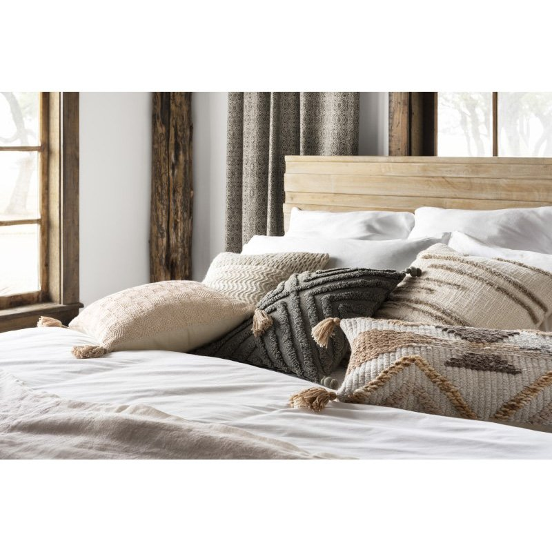 """Loloi P0814 Pillow 18"""" x 18"""" Cover with Down in Stone (DSETP0814SN00PIL1)"""
