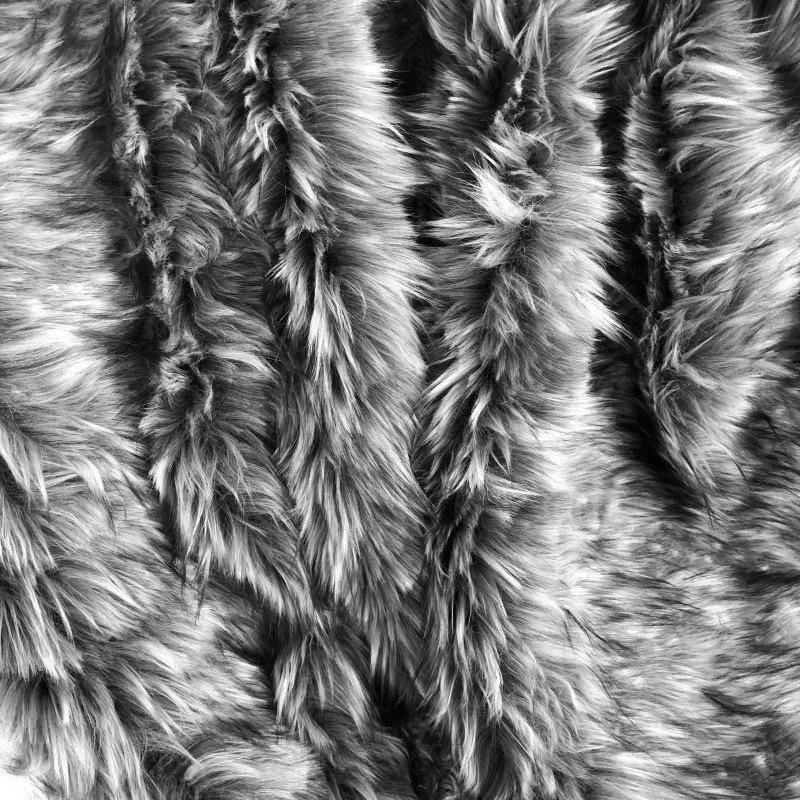 """Plutus Brands Wolf Faux Fur Grey Luxury Throw 60""""W x 90""""L (PBEZ1423-6090-TC)"""